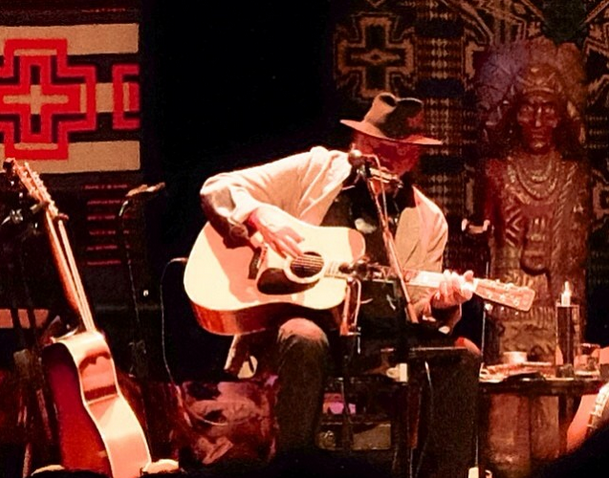 Review / Setlist / Stream / Download: Neil Young @ Chicago Theater 4/21/14