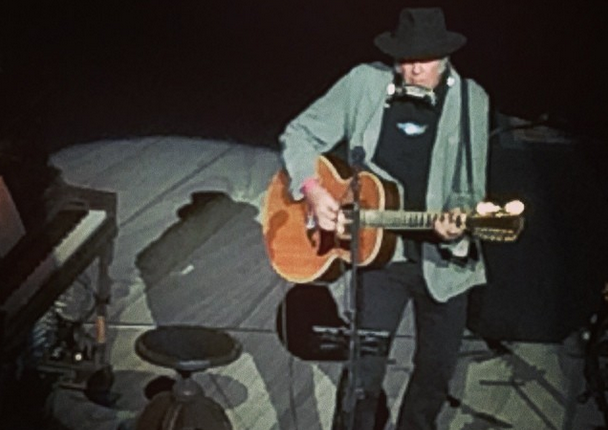 Review / Setlist / Video: Neil Young @ Chicago Theater 4/22/14