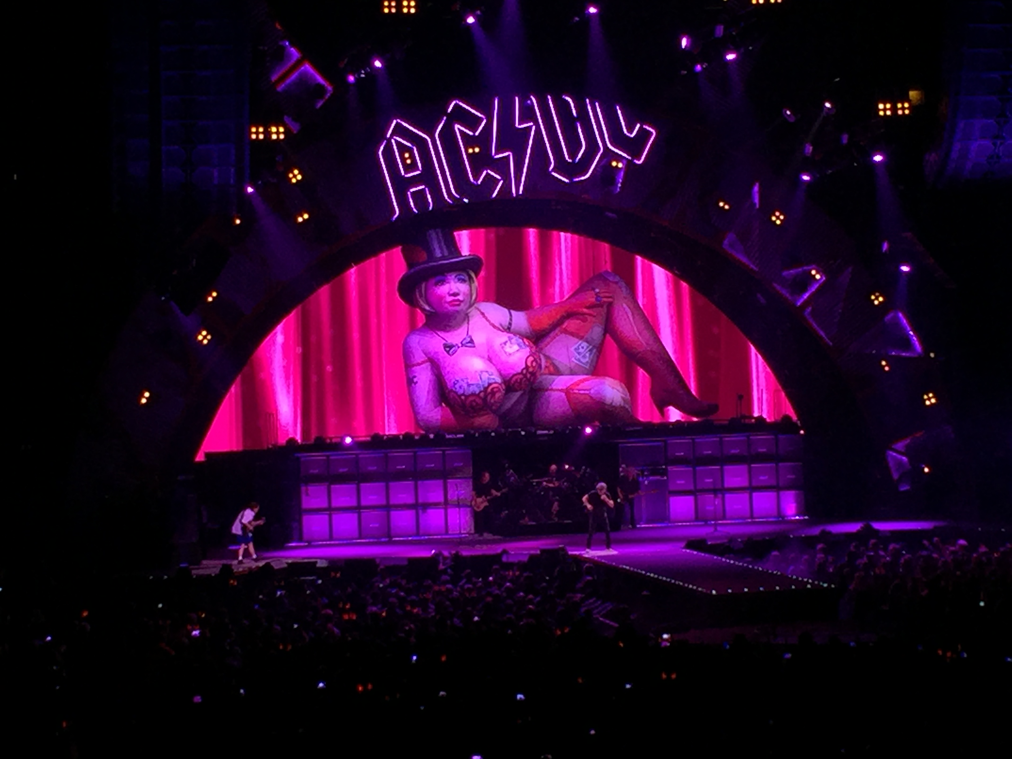 Review / Setlist / Video | AC/DC @ United Center 2/17/16