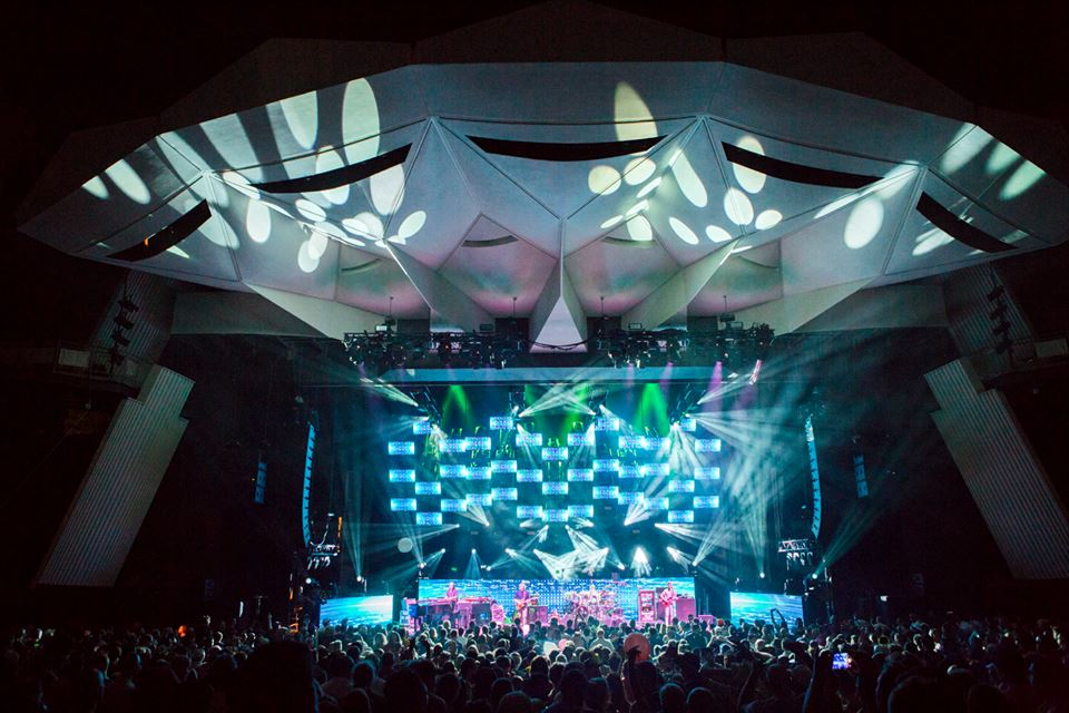 Phish Offers Both Tension & Release Over Holiday Weekend