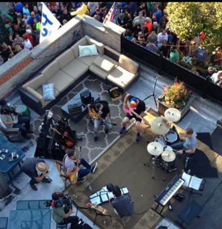 Pearl Jam Sets Up On Roof Of Chicago Bar