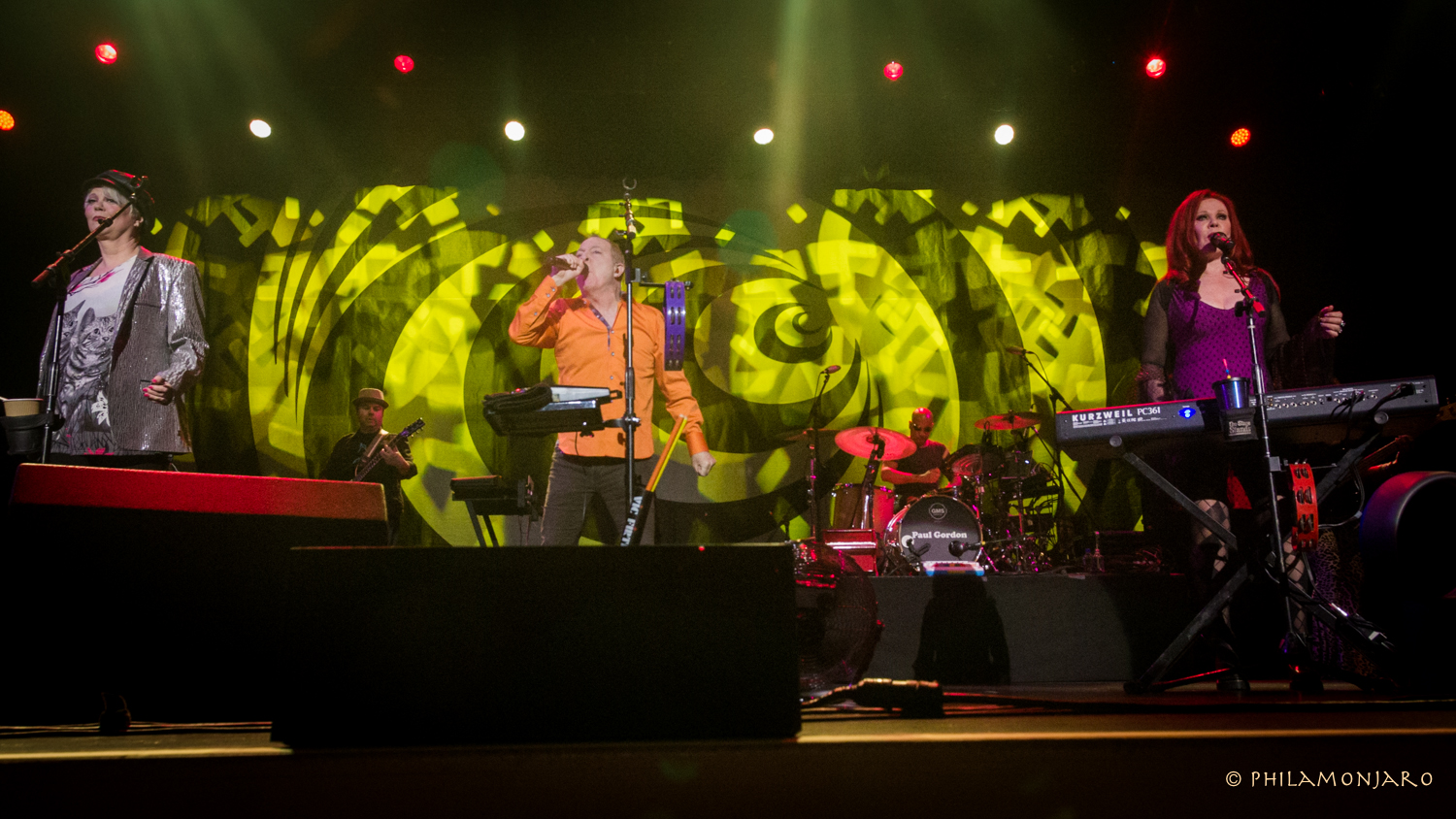 REVIEW / PHOTOS / VIDEO | The B-52s @ Genesse Theatre 11/11/16