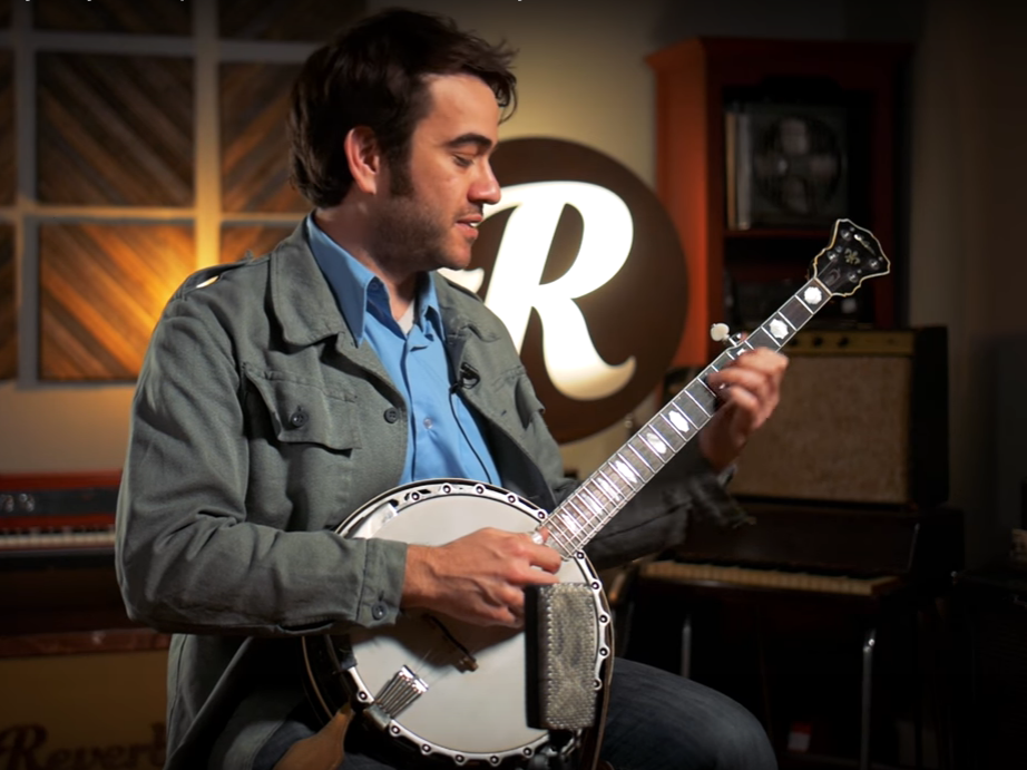 Watch Punch Brothers' Noam Pikelny Demonstrate Three Banjo Styles