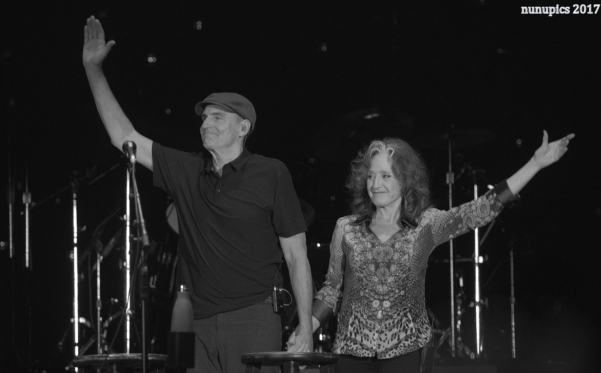 James Taylor & Bonnie Raitt Join Forces At The Ballpark