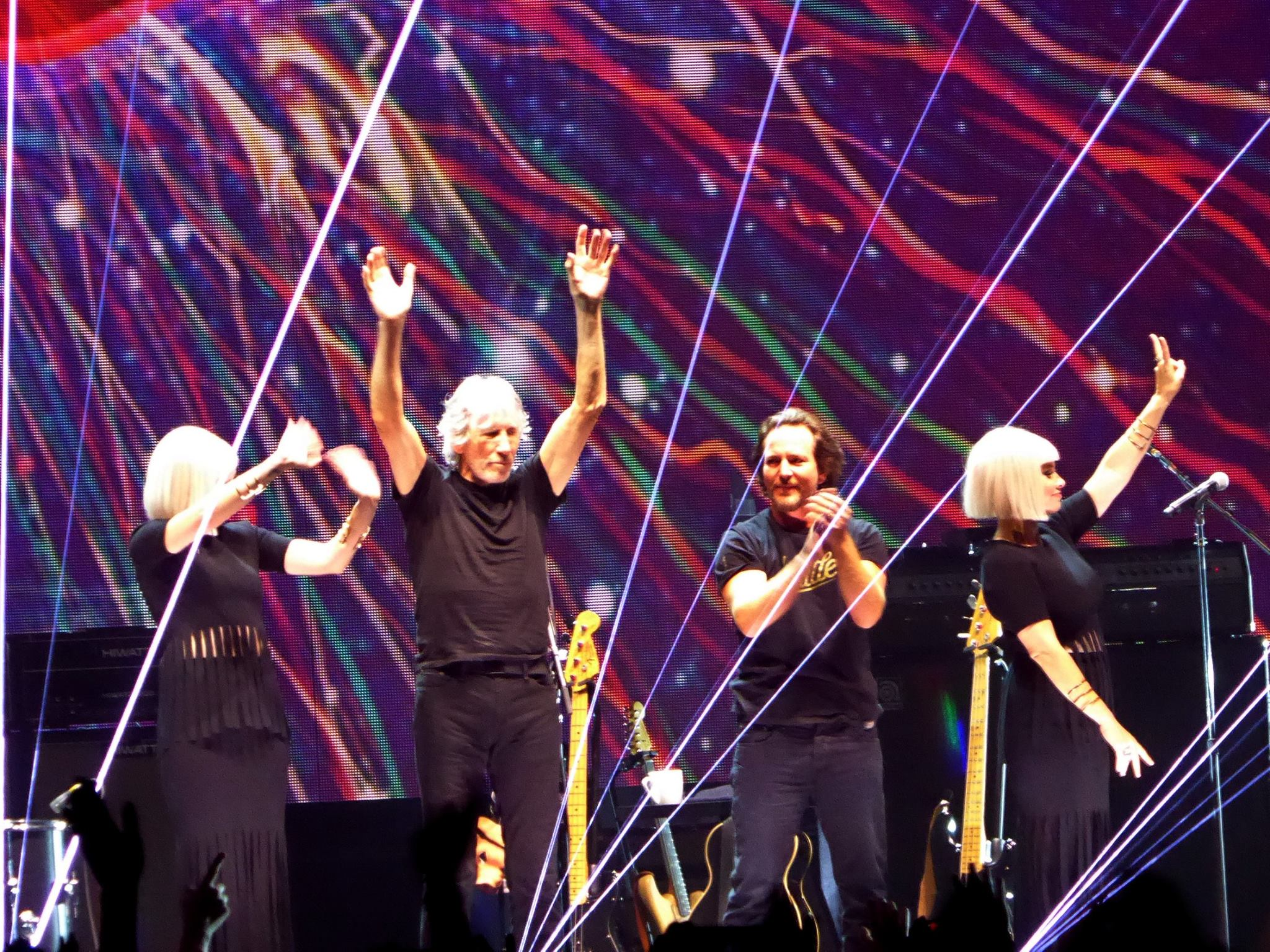 Roger Waters Welcomes Eddie Vedder At Second Chicago Show | Setlist + Video