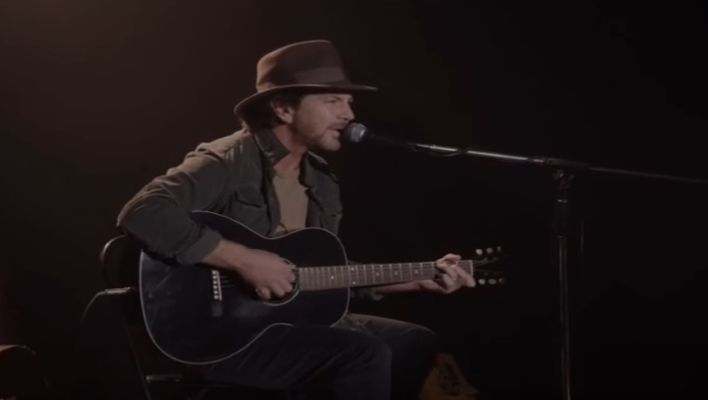 "Watch Eddie Vedder Perform on ""Twin Peaks"""