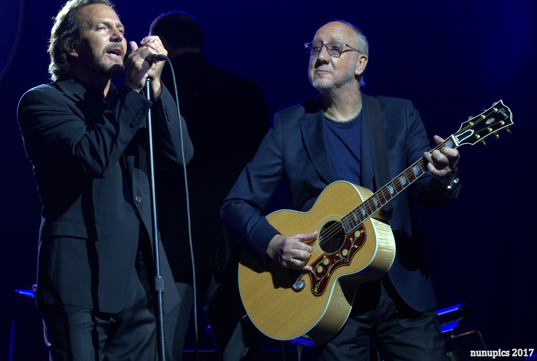 Pete & Eddie Toast 20 Year Friendship With Quadrophenia Spectacle [Photos / Video]